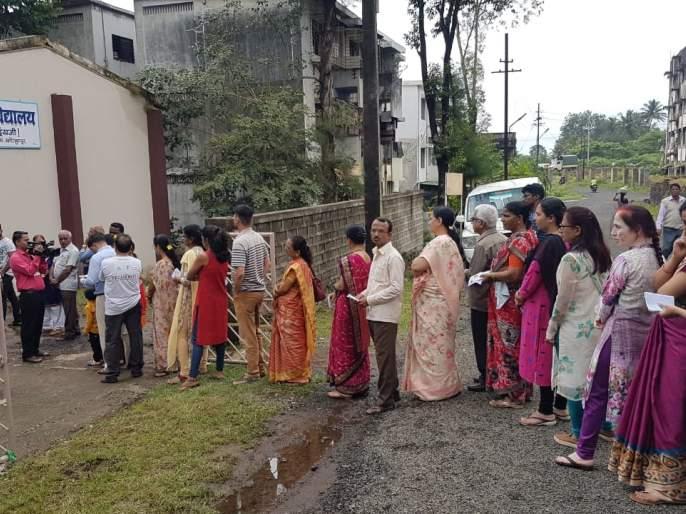 Voting starts in Kolhapur, 10% voting till 8am   Maharashtra Election 2019 : कोल्हापुरात उत्साहाने मतदानास प्रारंभ, ११ वाजेपर्यंत २0 टक्के मतदान