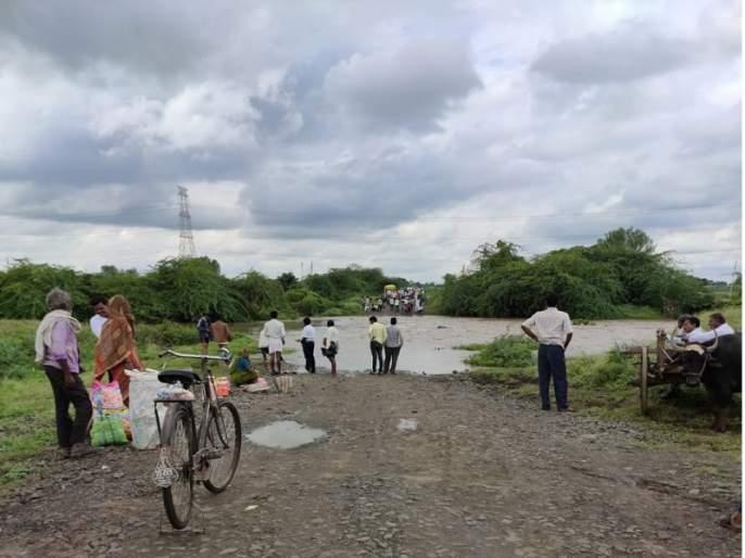 Maharashtra Election 2019 : Flooding of the Lendi River disrupts voting; 12 villages lost contact | Maharashtra Election 2019 :लेंडी नदीला पूर आल्याने मतदारांना करावी लागत आहे कसरत; १२ गावांचा संपर्क तुटला