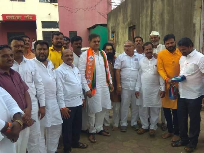 Due to the cooperation of Shiv Sena in Tuljapur, Ranajagjit Singh's chances increase | तुळजापुरात राणापाटलांना विजयी करण्याचा शिवसैनिकांचा निर्धार