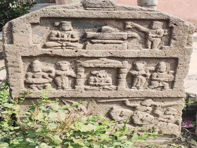 Shirapur village commemorated | शिरापूर गावाने जपली स्मृतिशिल्पे