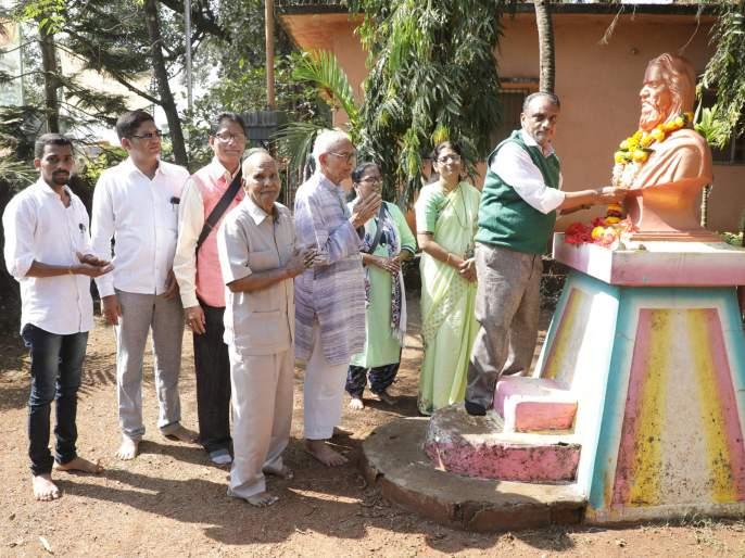 .... Only then will the Universalist understand the importance of Mahatma Gandhi: Shripal Sabnis   .... तरच विश्वात्मक महात्मा गांधींचे महत्व समजेल:श्रीपाल सबनीस