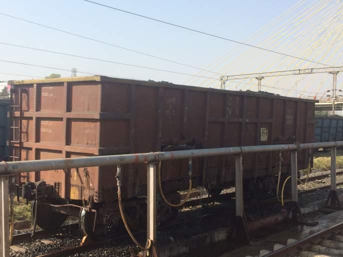 Carriage of essential goods from more than one lakh wagons during the lockdown period | लॉकडाऊन काळात एक लाखांहून अधिक वॅगन्समधून अत्यावश्यक सामग्रीची मालवाहतूक