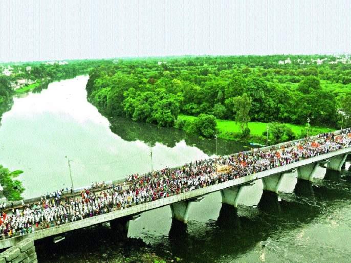 Solapur Zilla Parishad organizes Ashadhi yatra to Chandrabhaga's pilgrimage brand   आषाढी यात्रेत सोलापूर जिल्हा परिषद करणार चंद्रभागेच्या तीर्थाचे ब्रँडिंग
