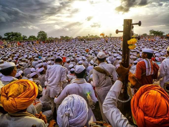 warkari unable to do wari this year due to corona crisis | 'वारीकरी' ते वारकरी... देव, देश, धर्माचं करणारी परंपरा