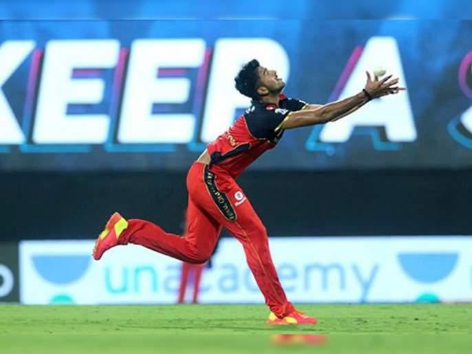 IPL 2021 Mi vs RCB Live T20 Score: Washington Sundar strikes in the first over, took the wicket of Chris Lynn for 49. | IPL 2021 : MI vs RCB T20 Live : वॉशिंग्टन सुंदर १३व्या षटकात गोलंदाजीला आला अन् अप्रतिम झेल घेत MIला धक्का दिला