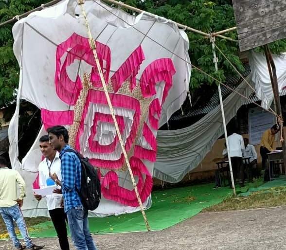 The raising of the monkey; Pavilion set up for information center collapsed! | माकडांचा उच्छाद; माहिती केंद्रासाठी उभारण्यात आलेला मंडप कोसळला!