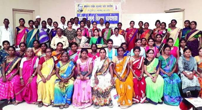 Women swear to stop violence against women   महिलांनीघेतली महिलांवरील हिंसाचार रोखण्याची शपथ