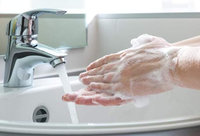 triclosan may cause cancer | टूथपेस्ट आणि साबणामुळे होऊ शकतो कॅन्सर - रिसर्च