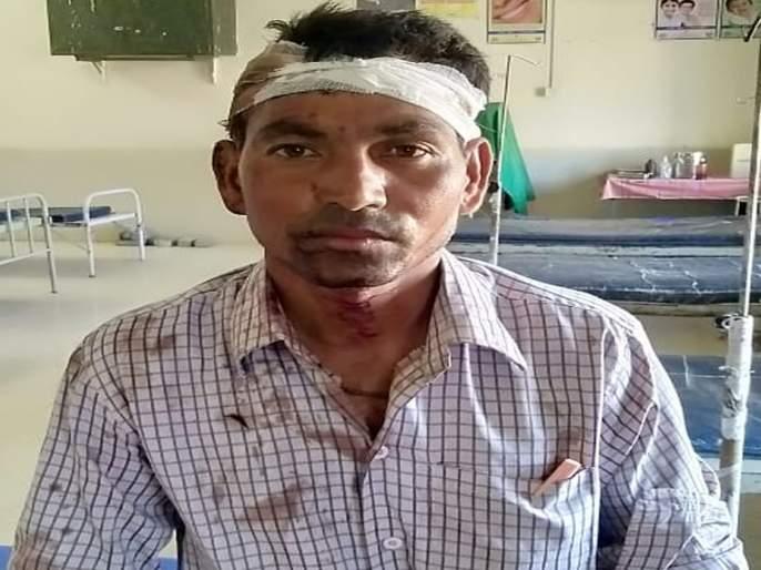 sand mafia attacks on police patil in akokla | पोलीस पाटलावर रेती माफियाने केला प्राणघातक हल्ला