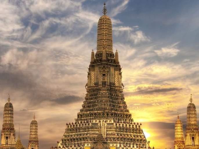 two arrested from bangcock thailand airport clicking semi-nude photos front of buddha temple   बुध्दमंदिराबाहेर अश्लिल फोटो काढल्याप्रकरणी दोघांना एअरपोर्टवरुन अटक