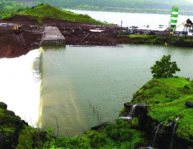 Fight for twenty-two years in four villages for water | पाण्यासाठी चार गावांचा बावीस वर्षे लढा : जमिनीची भरपाईही नाही, शेती राहणार कोरडवाहू