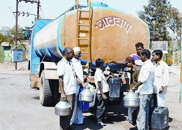 During the monsoon, 221 tankers are started in the district: - Watch 4.5 lakh people | पावसाळ्यातही जिल्ह्यात २२१ टँकर सुरू - : साडेचार लाख लोकांना झळा