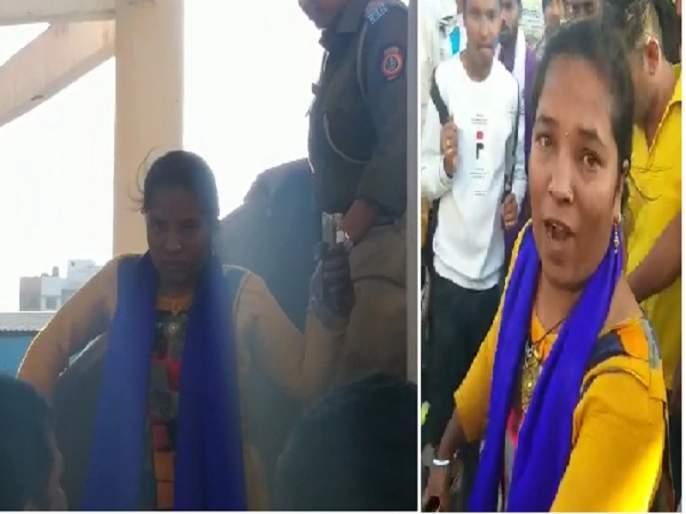 women's Viru style agitation against pollution companies in Aurangabad   प्रदूषण करणाऱ्या कंपन्यांविरोधात महिलेचे जलकुंभावर विरूस्टाईल आंदोलन