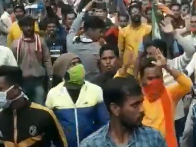 west bengal bjp supporters raise slogan desh ke gaddaron ko goli maaro during rally | VIDEO: देश के गद्दारो को, गोली मारो ***को; भाजपच्या रोड शोमध्ये वादग्रस्त घोषणा
