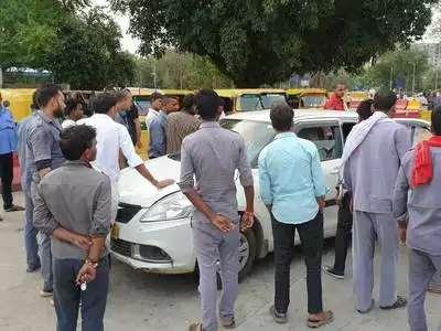 51 unions of Delhi called 24 hour strike against new motor law; Holiday declared for schools | नव्या मोटार कायद्याविरोधात 51 संघटनांचा चक्का जाम; दिल्लीमध्ये शाळांना सुटी जाहीर