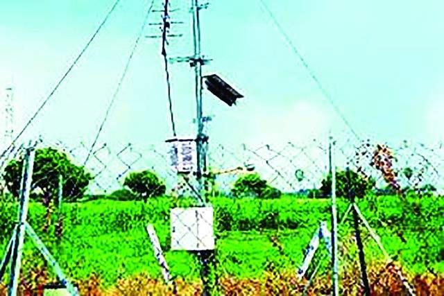 Examination of rain water testing machines in Nanded district | नांदेड जिल्ह्यातील पर्जन्यमापक यंत्रांची तपासणी सुरू