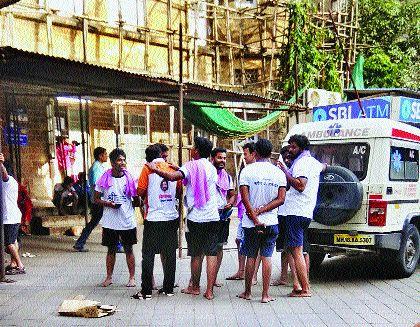 one govinda seriously injured in lalbag | मानाच्या हंडीनेच केला घात..!