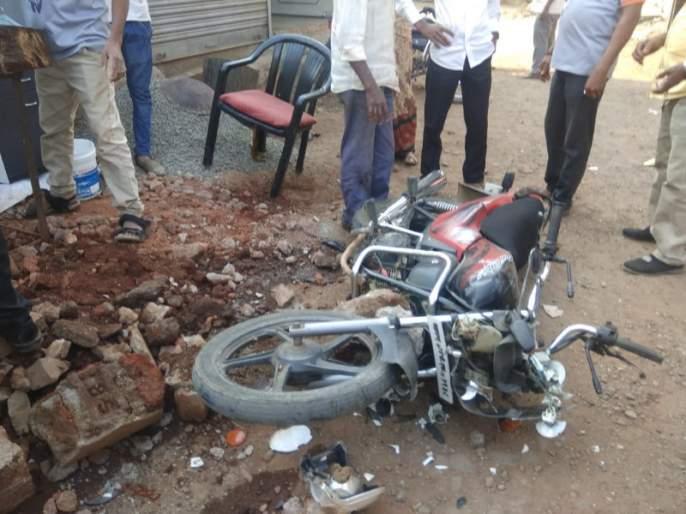 accident in kamshet by drunken person   मद्यपीचा थरार ! प्रवासी वाहन चालवत दुचाकींना दिली धडक
