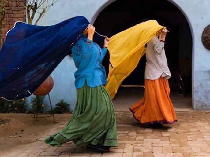 Villagers appreciate Taapsee Pannu and Bhumi pednekar | म्हणून गावकऱ्यांनी 'या' दोन अभिनेत्रींचे टाळ वाजवून केले कौतूक, जाणून घ्या कोण आहेत या अभिनेत्री
