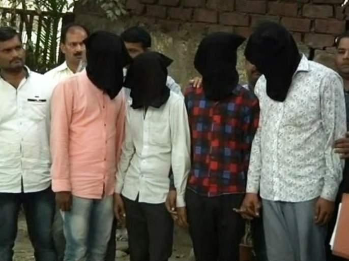 30 lakhs of cough syrup smuggled into a cloth | कपड्यात लपवूननशेसाठी ३० लाखांच्या कफ सिरपची तस्करी