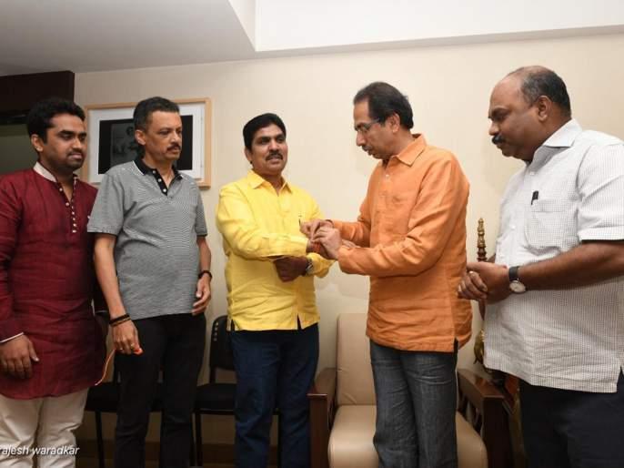 NCP former corporator from North east lok sabha seat joined in Shiv Sena | ईशान्य मुंबईत राष्ट्रवादीला धक्का, माजी नगरसेवकाने केला शिवसेनेत प्रवेश