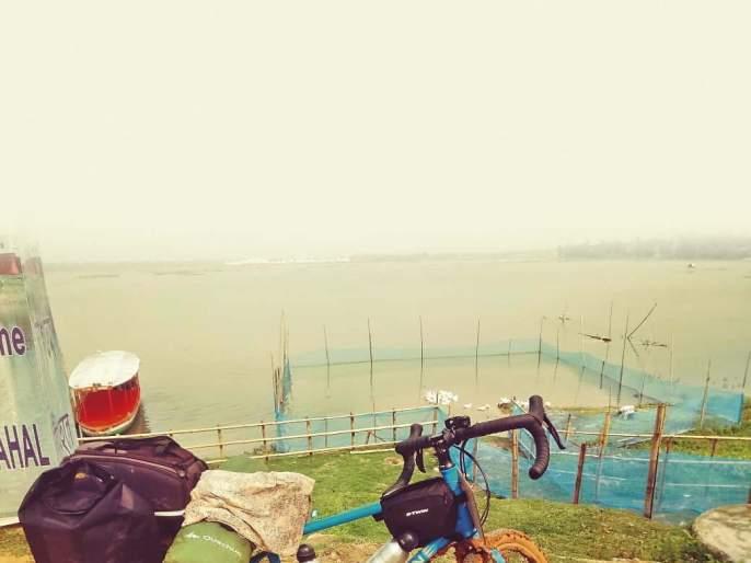 meet a girl on a bycycle, living her India travel dream. | एक मुलगी सायकलवर एकटी भारतभ्रमणाला निघते तेव्हा.