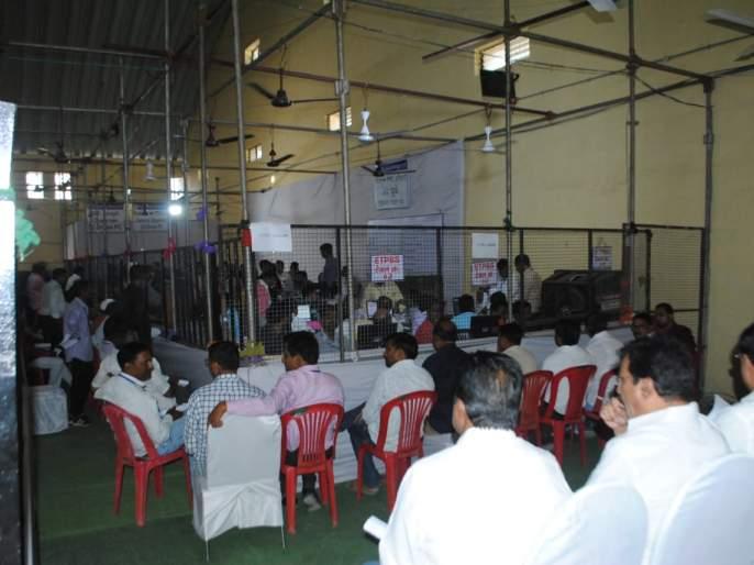 In the first round, Subhash Bhamre has 13 thousand leaders | पहिल्या फेरीत डॉ. सुभाष भामरे १३ हजारने आघाडीवर