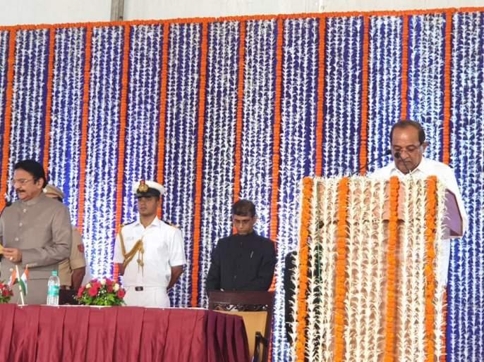 Cabinet begins extension; Radha krushna Vikhe patil takes oath first | मंत्रिमंडळ विस्ताराला सुरुवात; पहिल्या शपथेचा मान विखे पाटलांना