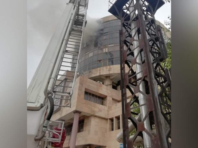 Employees Survived deu to 'Lunch Time' big fire in the office of DGHS | 'लंच टाइम'मुळे बचावले कर्मचारी; DGHSच्या ऑफिसात भीषण आग