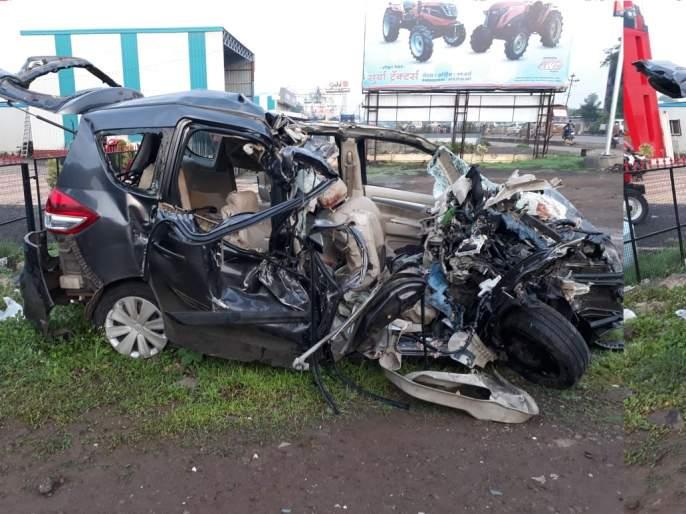 A major accident on Pune - Solapur road; 9 youth killed   Pune Accident: पुणे - सोलापूर रोडवर भीषण अपघात; 9 तरुण ठार