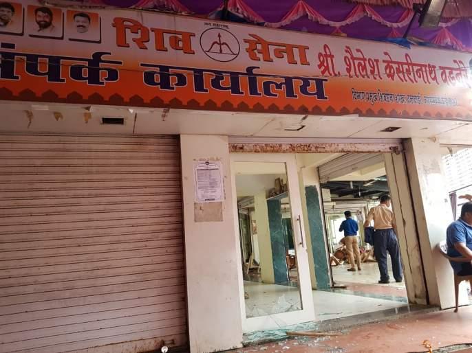 Shiv Sainik vandalize own corporator's office in Badlapur | बदलापूरमध्ये शिवसैनिकांकडून नगरसेवकाच्या कार्यालयाची तोडफोड