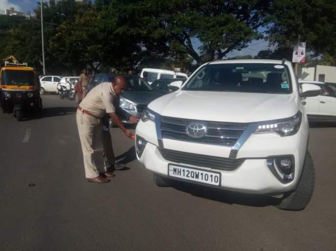 traffic police took action against illegal parking | राष्ट्रवादीच्या मेळाव्याला आलेल्या कार्यकर्त्यांवर वाहतूक पाेलिसांची कारवाई
