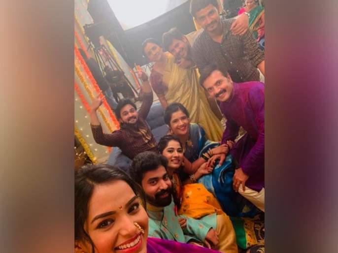 Tu ashi jawali raha serial completed 300 episode | या मालिकेने पूर्ण केला 300 भागांचा टप्पा, सेटवर केक कापून केलं सेलिब्रेशन