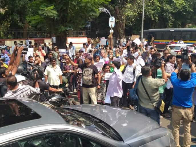 PMC Bank is thieves! RBI is thieves! Protesters announce outside court | Video : पीएमसी बँक चोर है! आरबीआय चोर है!, आंदोलनकर्त्यांनी कोर्टाबाहेर दिल्या घोषणा