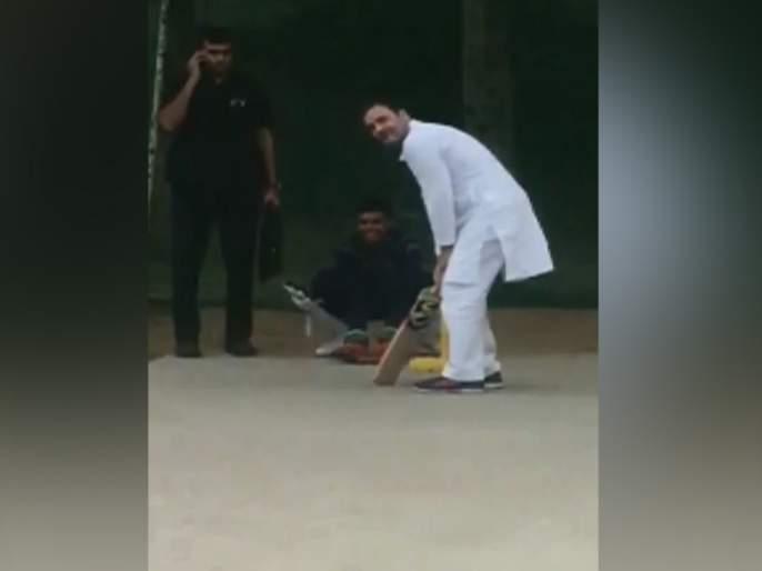 after the emergency landing of the helicopter rahul gandhi became the batsman in the cricket ground   Video - ...अन् राहुल गांधींनी लुटला मुलांसोबत क्रिकेट खेळण्याचा आनंद