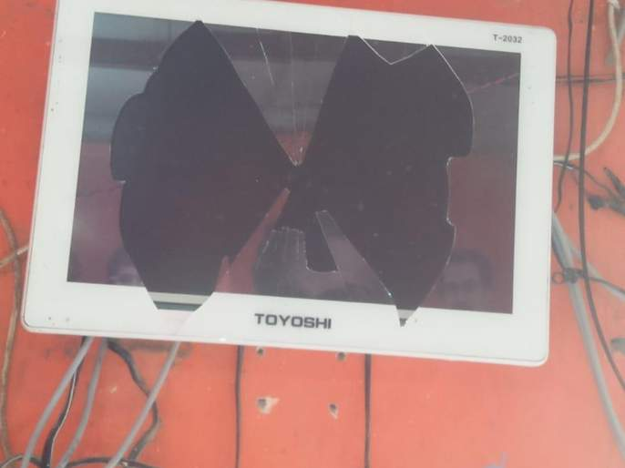Maharashtra Election 2019: Shiv Sena shakha vandalised at Turbhe   महाराष्ट्र निवडणूक २०१९: तुर्भे येथे शिवसेनेच्या शाखेची तोडफोड
