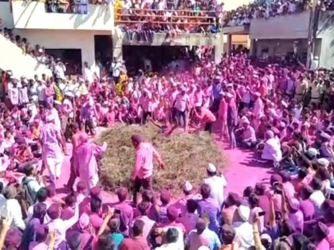 The tradition of the Gulunche village of Pune district | बघणाऱ्याच्या अंगावर ''काटे'' उभे राहतील अशी या गावाची परंपरा !