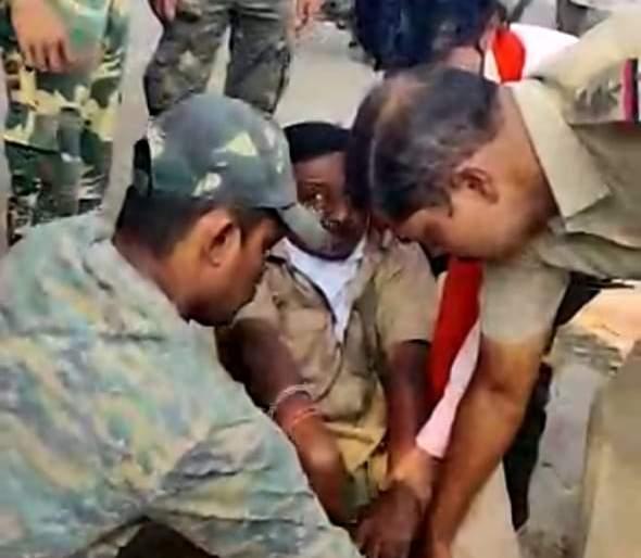Linemen received life support from police duty | पोलिसांच्या कर्तव्यदक्षतेमुळे 'लाईनमन'ला मिळाले जीवदान