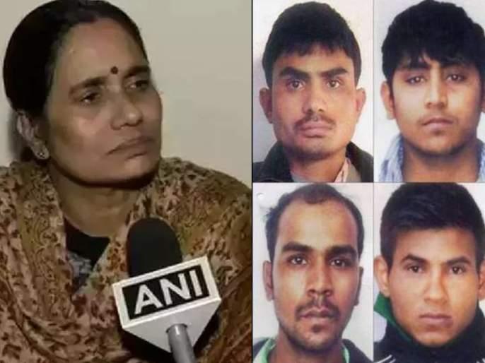 Get the hang of it as soon as possible! Nirbhaya's mother went into court against review plea | लवकरात लवकर फासावर लटकवा! निर्भयाच्या आईची दोषीच्या याचिकेविरोधात कोर्टात धाव