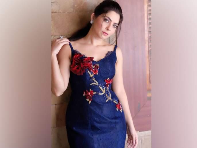 The photo of Sonali Kulkarni in the Indo Western look went viral   सोनाली कुलकर्णीचा इंडो वेस्टर्न लूकमधला फोटो या कारणामुळे झाला व्हायरल