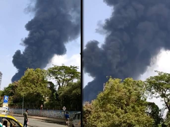 Fire Near BPCL Company's main entrance in mahul | बीपीसीएल कंपनीच्या मुख्य प्रवेशद्वारापाशी लागली आग