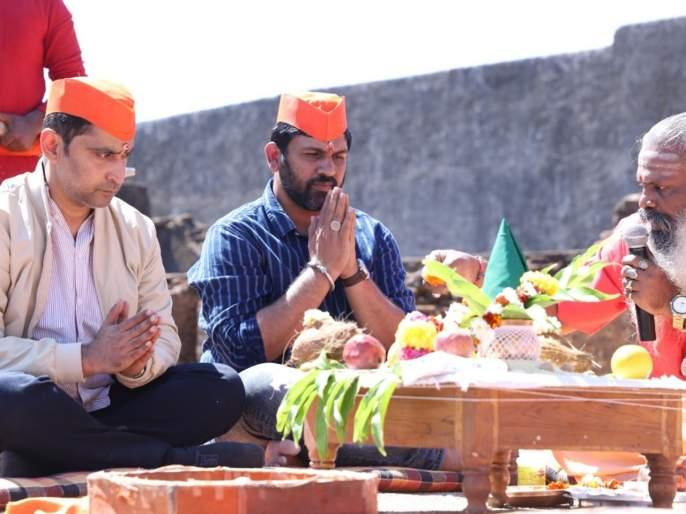 Marathi movie Jang Jaohar release in june | 'जंगजौहर'मधून पावनखिंडीचा रणसंग्राम रुपेरी पडद्यावर, नुकताच पार पडला मुहूर्त!