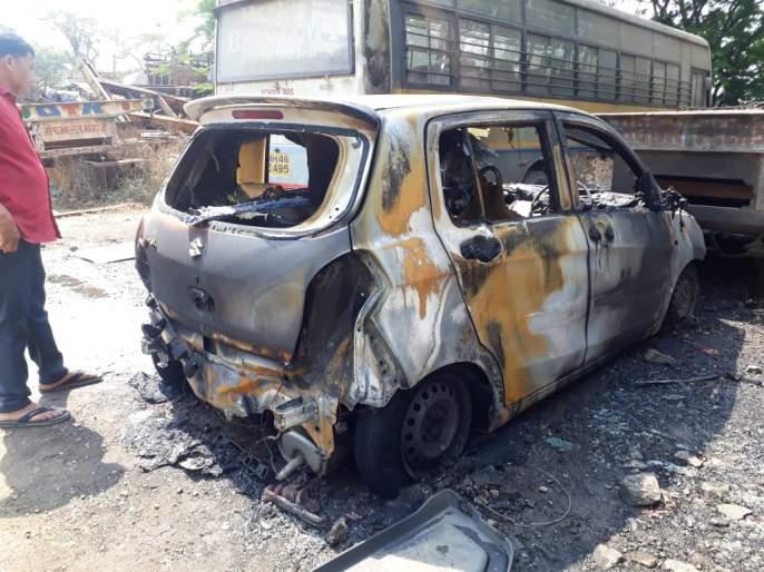 Maruti's CNG car caught fire in parking lot | मारुतीची सीएनजी कार पार्किंगमध्येच पेटली; शेजारील कारलाही बसली झळ