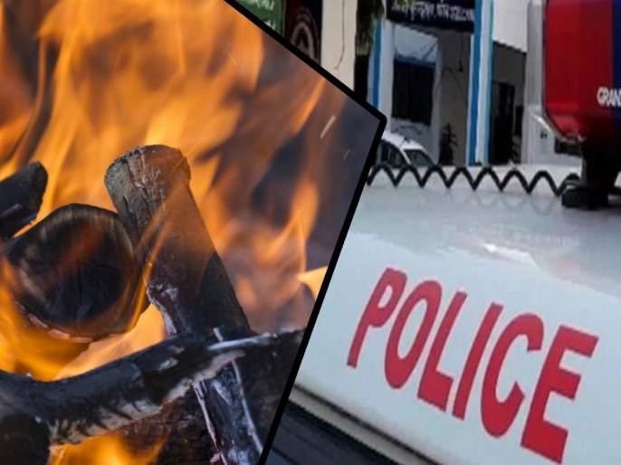 CoronaVirus Lockdown: the only son who left his mothers funeral home was beaten by the police pda | जन्मदात्रीला मुखाग्नीही देता आला नाही; एकुलत्या एका मुलाला पोलिसांची मारहाण