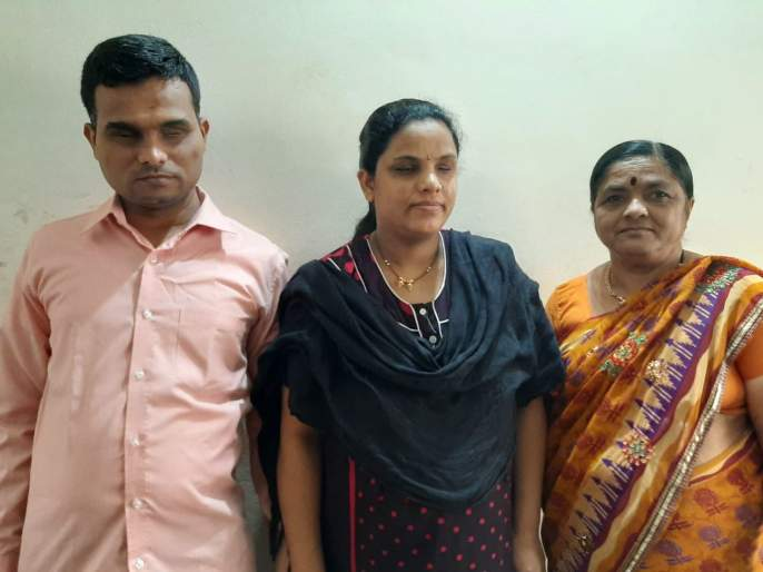 CoronaVirus police pick mother in law from Latur to Pune pregnancy blind woman hrb | CoronaVirus सलाम त्या खाकीला! अंध महिलेच्या बाळंतपणासाठी सासूला थेट लातूरहून पुण्यात आणले