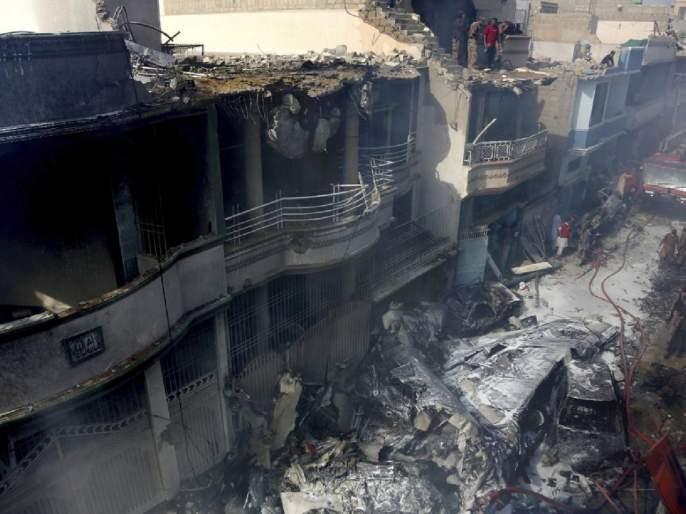 Pakistan Plane Crash passenger was identified as mohammad zubair experience SSS | Pakistan Plane Crash : 'आगीचे लोट, असंख्य किंकाळ्या अन्...', दुर्घटनेतून बचावलेल्या 'त्याने' सांगितलं नेमकं काय घडलं?