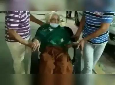 CoronaVirus Marathi News 100 year old woman recovering covid19 indore SSS | CoronaVirus News : अरे व्वा! 100 वर्षांच्या आजींनी जिंकलं 'कोरोना युद्ध'; टाळ्यांचा गजरात झालं स्वागत