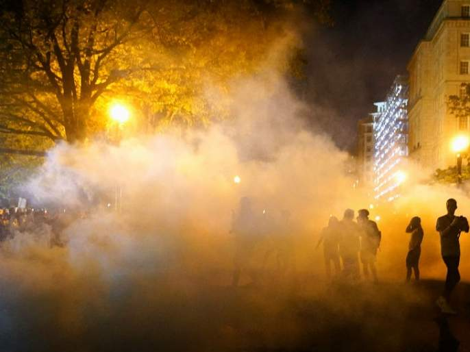 usa man death case curfew in 25 us cities trump warns protesters SSS | अमेरिकेत हिंसाचार सुरू; तब्बल 1400 जणांना अटक
