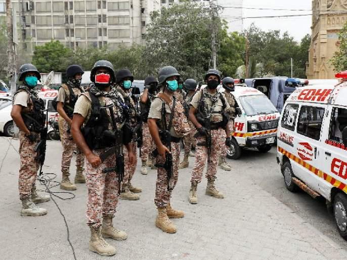 Imran Khan said, India's hand behind 'that' terrorist attack in Karachi   इम्रान खान बरळले, कराचीमधील 'त्या' दहशतवादी हल्ल्यामागे भारताचा हात