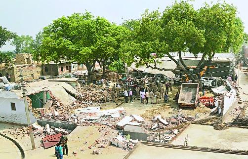 25 teams of Uttar Pradesh Police to catch Vikas Dubey | विकास दुबेला पकडण्यासाठी उत्तर प्रदेश पोलिसांच्या २५ टीम